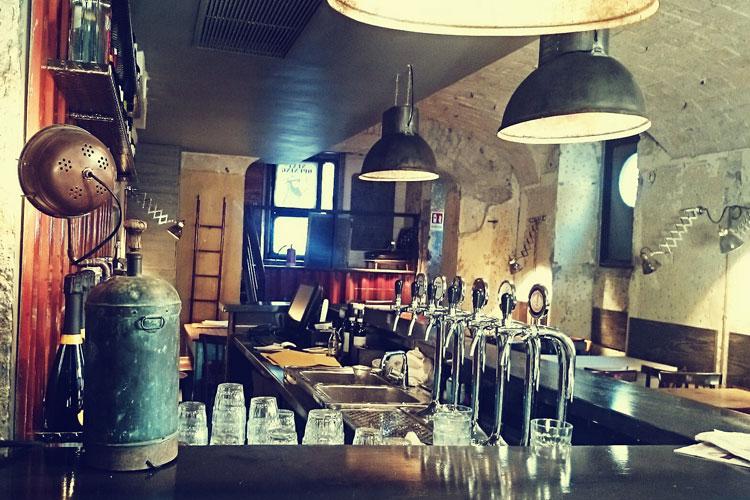 Porto - Fish & Chips - Bancone del bar